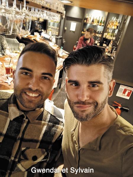 Gwendal et Sylvain , les deux garçons de l'équipe du Bar LGBT le 100 logique à Quimper en Bretagne, pour sortir et trouver de l'ambiance dans la ville de l'Ouest.